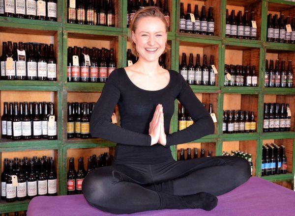 Julie er yogalærer på Herslev Bryghus